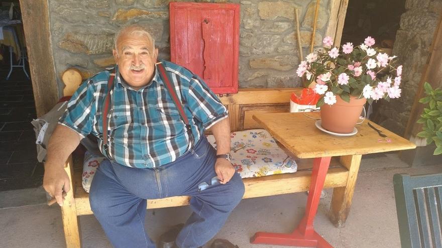Antonio Arias Tronco, en su casa de Villablino (León).