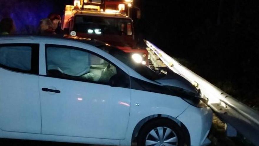 En la imagen, uno de los dos vehículos accidentados.