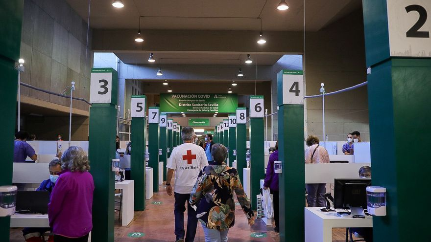 Inicio de la vacunación contra Covid en el Estadio de la Cartuja de Sevilla