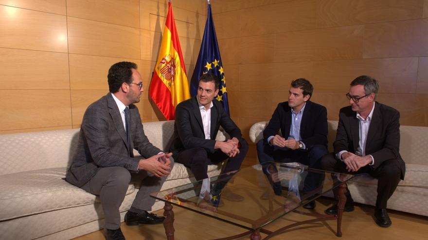 """Rivera aceptaría una """"reunión constructiva"""" con Sánchez, no una para hablar de echar al PP del Gobierno"""