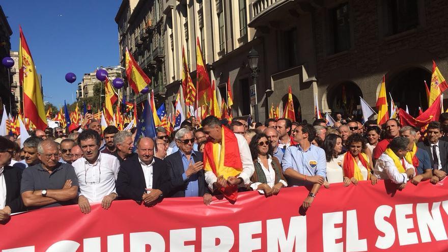 """Manifestantes durante la concentración en Barcelona a favor de la """"sensatez"""""""