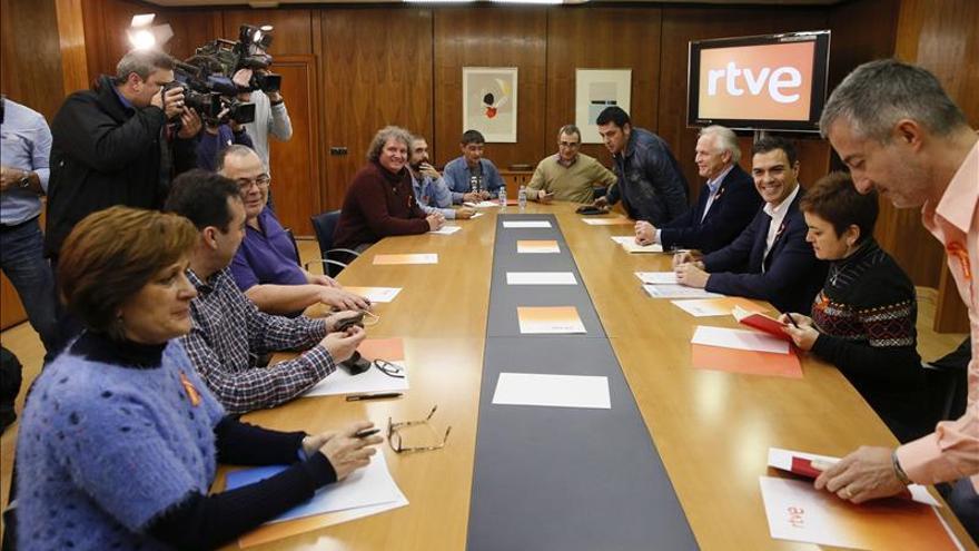 Pedro Sánchez se compromete a trabajar por una RTVE independiente y plural