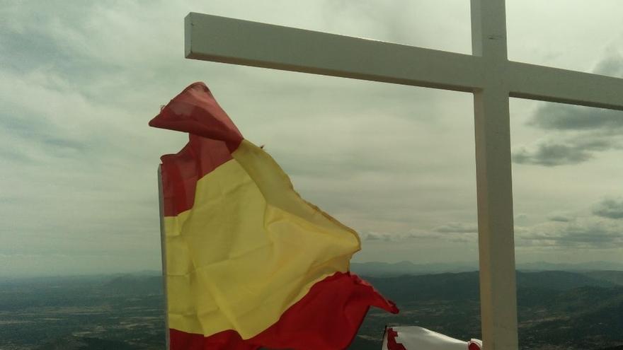 La iniciativa desoye a Medio Ambiente y seguirá colocando cruces. Foto: Objetivo 1300