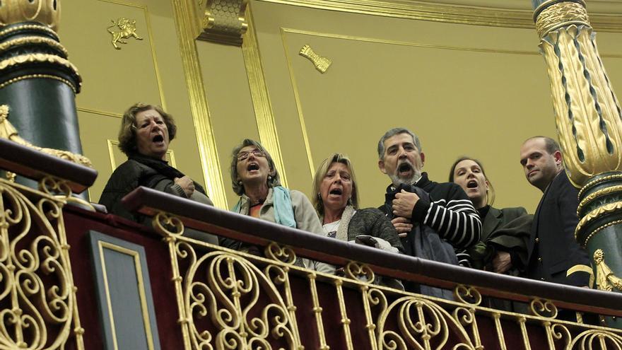 Miembros del coro de la Solfónica protestan en el Congreso contra la Ley de Seguridad Ciudadana. / Marta Jara