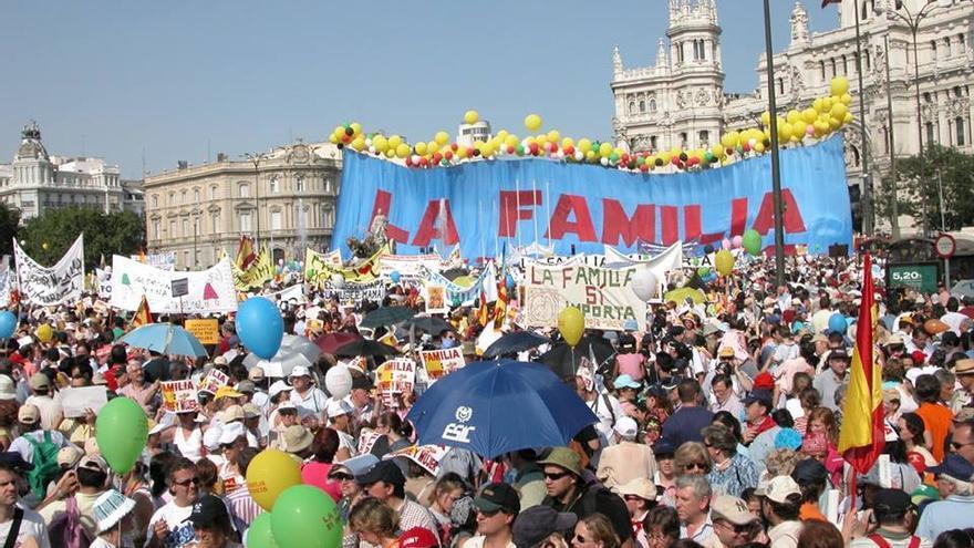 Manifestación convocada por el Foro Español de la Familia contra la legalización del matrimonio entre personas del mismo sexo