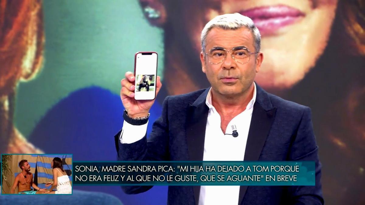 Jorge Javier muestra el meme a cámara
