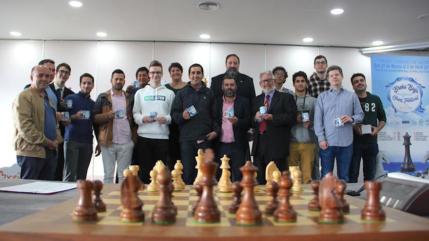 En la imagen, los participantes en el torneo.