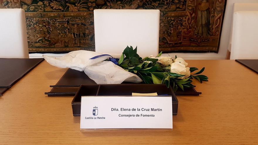 Ramo de flores en el puesto de Elena de la Cruz | Twitter: @garciapage