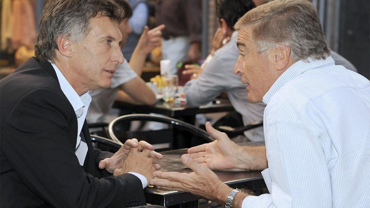 Archivo. Macri junto a su exministro de Comunicaciones (luego Defensa), Oscar Aguad