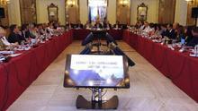El secretario de Estado de Cultura, Fernando Benzo (c); el presidente del Cabildo de Gran Canaria, Antonio Morales (i), y el viceconsejero de Cultura y Deportes del Gobierno de Canarias, Aurelio González (d), inauguraron hoy la reunión que celebra en Las Palmas de Gran Canaria el Consejo de Patrimonio Histórico.