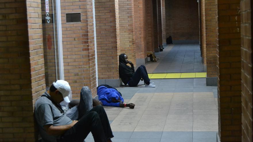 Exterior de la estación, pasada la una de la madrugada | N.C.