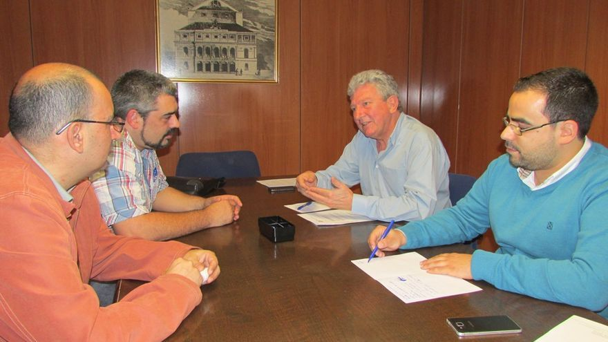 Reunión del concejal de Promoción Económica, Empleo y Turismo, Pedro Quevedo (NC), con el sindicato UGT.