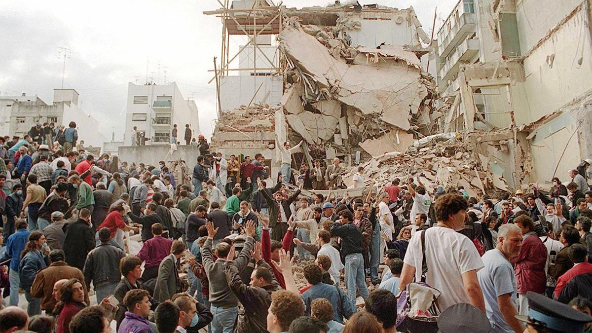El atentado a la sede de la AMIA en Buenos Aires fue el 18 de julio de 1994, en Pasteur 633.
