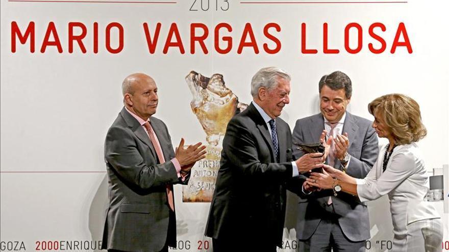 """Vargas Llosa afirma que """"sin papel los libros serán más superfluos"""""""