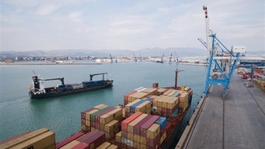 El Puerto de Castellón da salida a la exportación de cerámica.