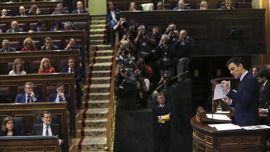 """Rajoy ganó a Sánchez en el """"cara a cara"""" del debate, según los diarios"""