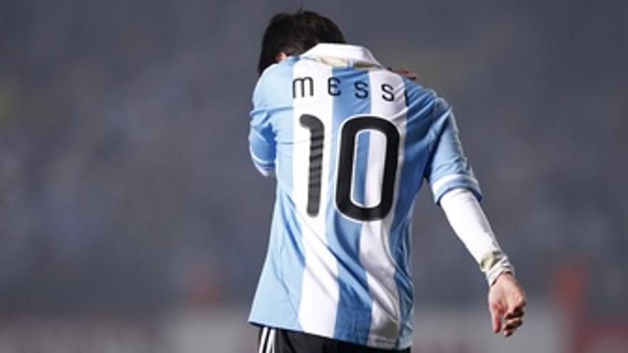 Messi vuelve a decepcionar a la afición