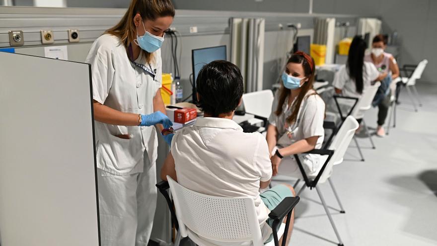 España supera la mitad del objetivo de inmunización del 70% de la población