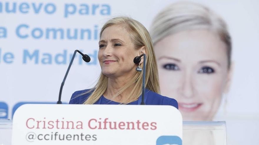 """Cifuentes considera una """"sinvergonzonería"""" que Bárcenas pida el reingreso en el PP"""