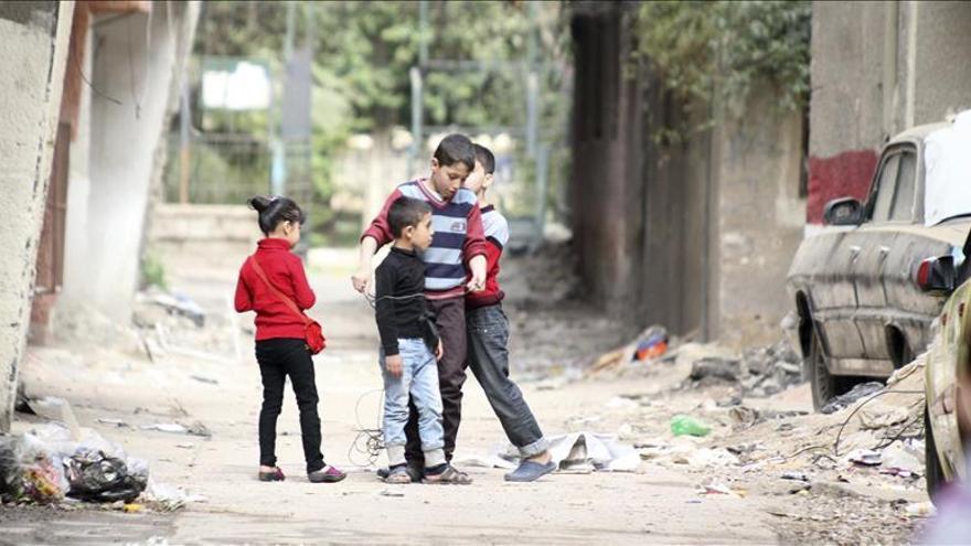 La ONU alerta de un posible brote de fiebre tifoidea en el campo de Yarmuk en Siria