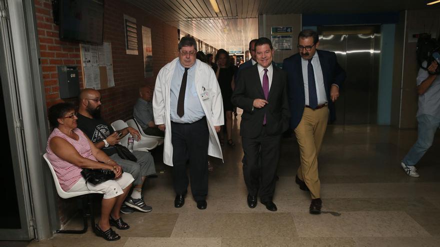 García-Page (centro), hoy en el hospital de Guadalajara