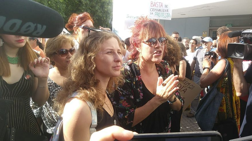 Maria Alyokhina, miembro del grupo suro Pussy Riot, ha estado presente en la concentración de apoyo a las acusadas por la procesión del Coño Insumiso