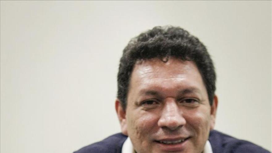 Procuraduría salvadoreña investiga amenazas al escritor de un libro de masacre de jesuitas