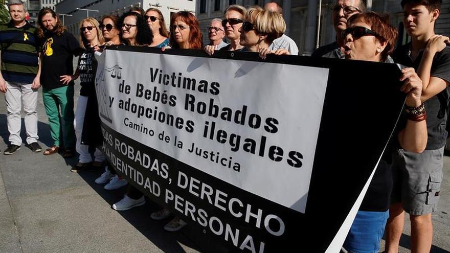 Las víctimas de bebés robados critican el retraso para juzgar a los doctores procesados