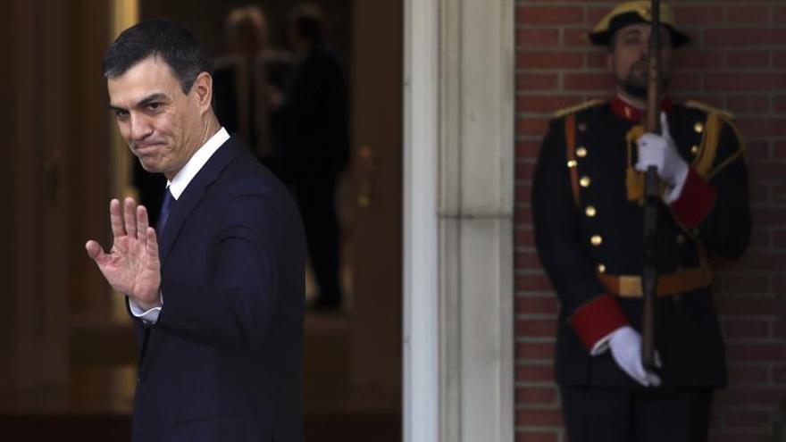 Sánchez se desplaza a la Zarzuela para comunicar al Rey el nuevo Gobierno