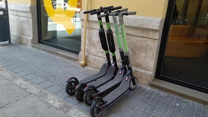 """Adelante avisa que la regulación de los patinetes eléctricos """"va tarde"""" y pide aclarar el papel del alquiler"""