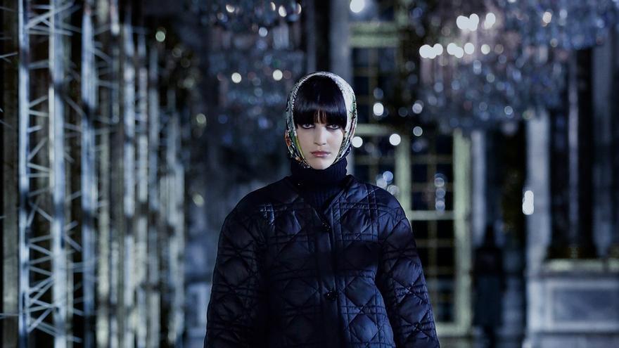 El oscuro cuento de hadas de Dior convierte Versalles en una pasarela