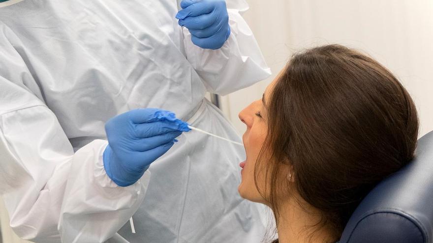 Andalucía suma 770 nuevos casos de Covid-19, el mejor dato desde hace más de dos meses, aunque sube en hospitalizados