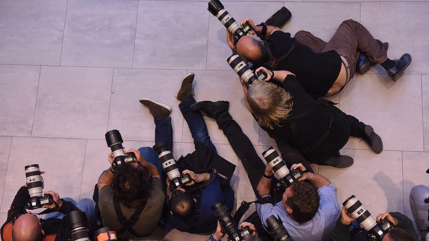 Fotógrafos, en la capilla ardiente de Carme Chacón.