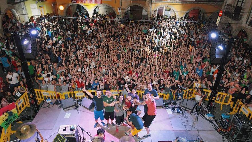 Los valencianos Auxili en uno de sus conciertos