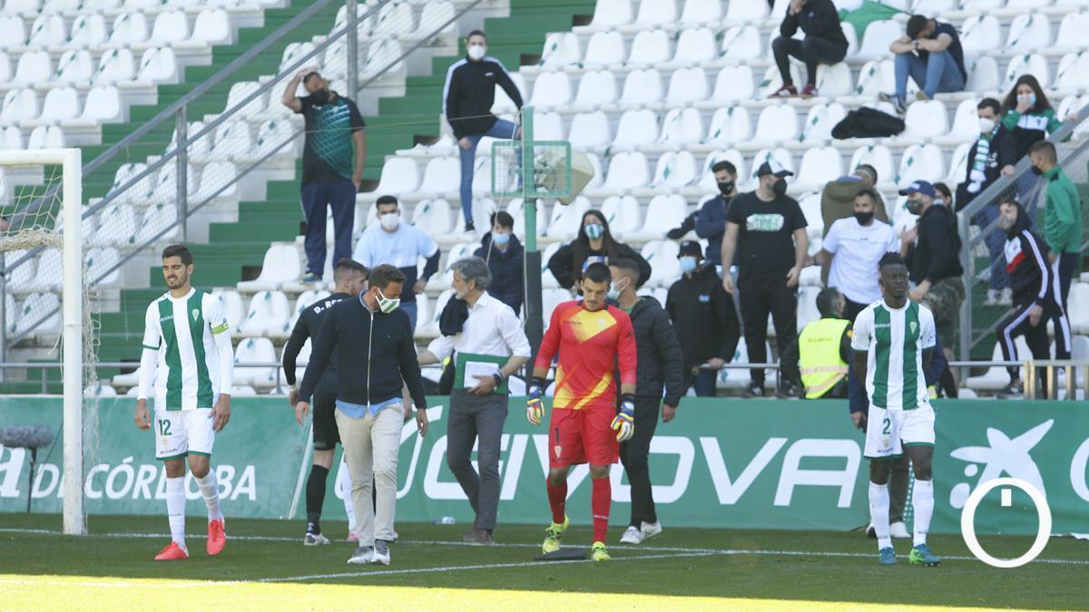 Desazón tras la derrota ante el Betis Deportivo.