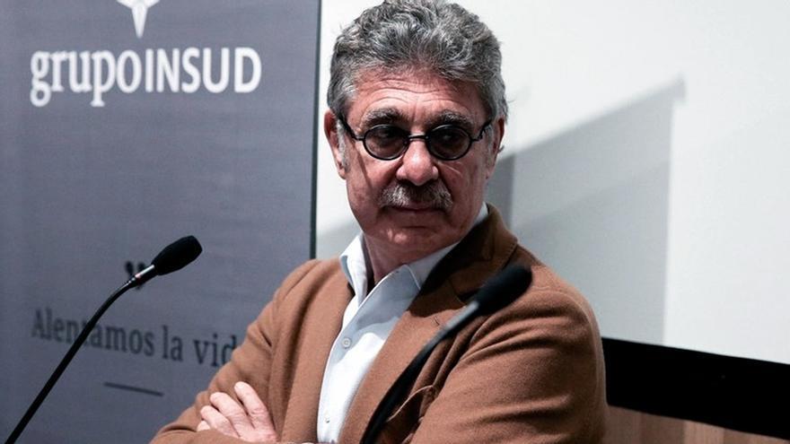 Sigman soporta en silencio la presión para ceder el principio activo y AstraZeneca vuelve a demorar las dosis que ya pagó el gobierno