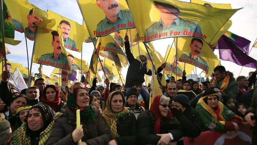 Unos 25.000 kurdos y alevíes se manifiestan en Alemania contra Erdogan