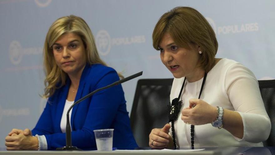 Isabel Bonig, presidenta del PP valencia, y Eva Ortiz, secretaria general, en rueda de prensa.