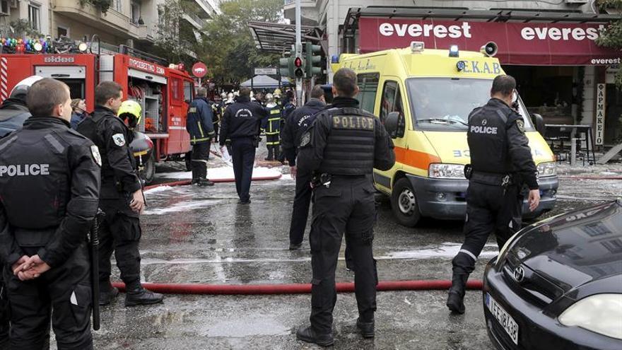 Una explosión en una céntrica cafetería ateniense deja un muerto y 5 heridos