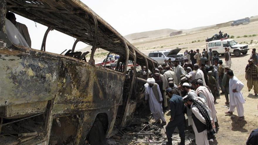 Al menos 36 muertos al colisionar un autobús con un camión en Afganistán