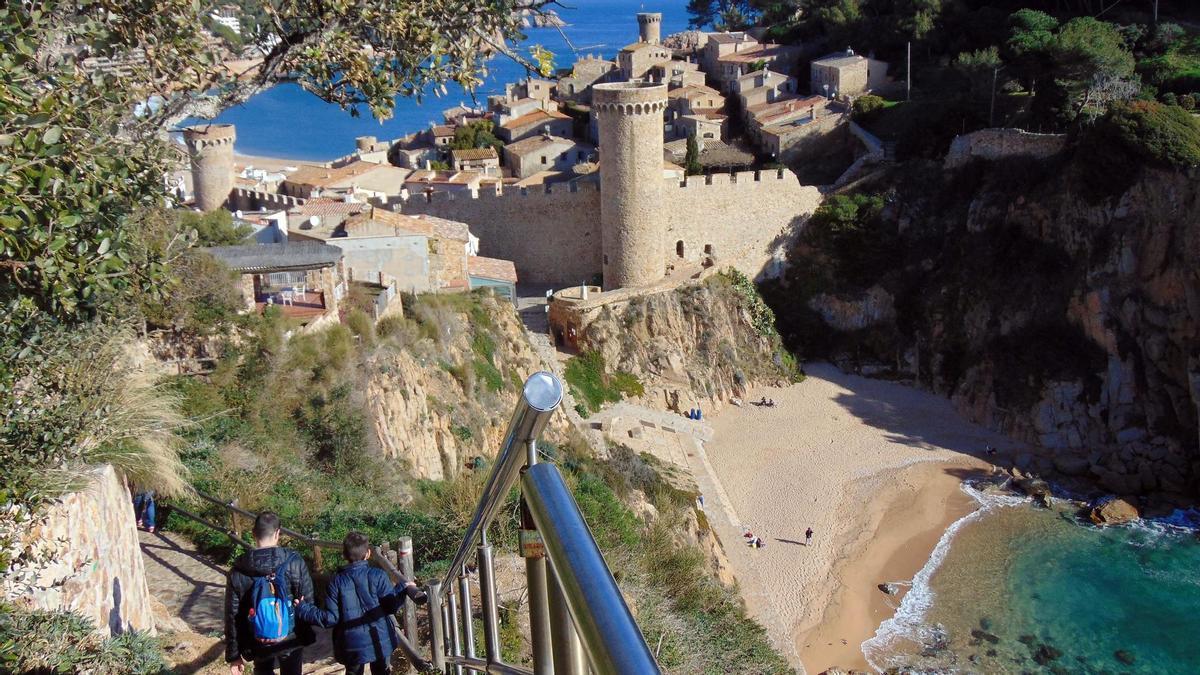 El Castillo de Tossa de Mar desde el Camí de Ronda.