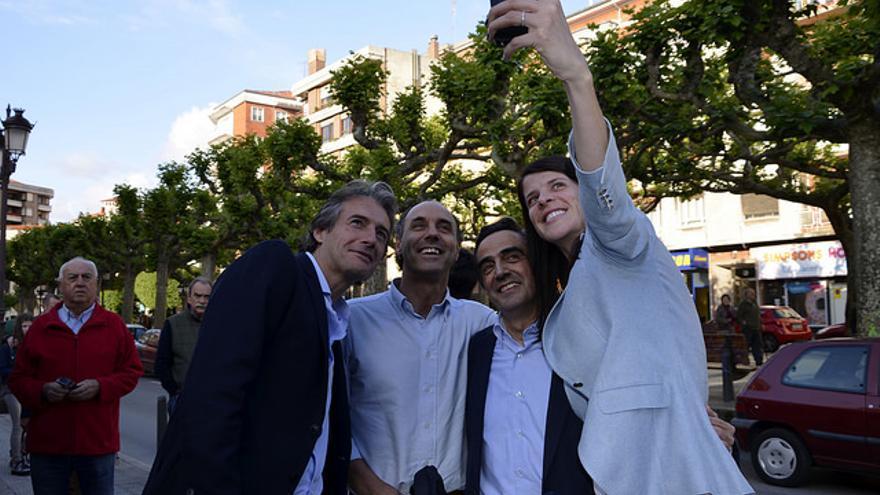 De la Serna, Diego, Calderón y Beitia antes del cierre de campaña del PP en Torrelavega.