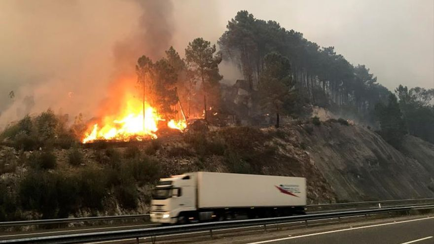 Tres fuegos activos en Galicia, que ha pedido la ayuda de la Unidad Militar