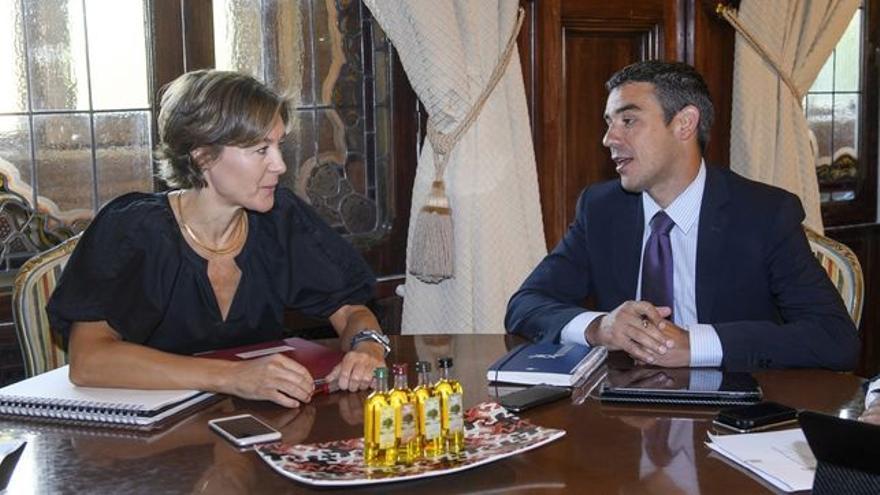 La ministra Tejerina y su homólogo canario, Narvay Quintero