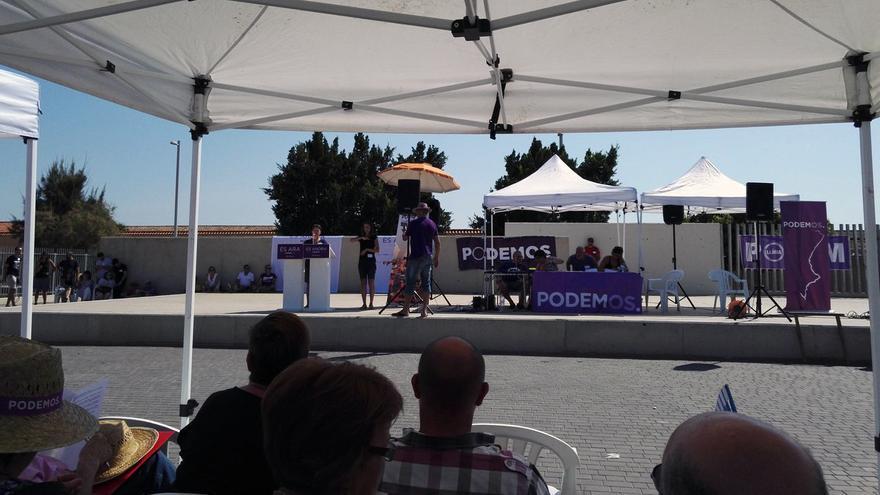 Un instante del acto convocado por militantes de Podem en Torrent