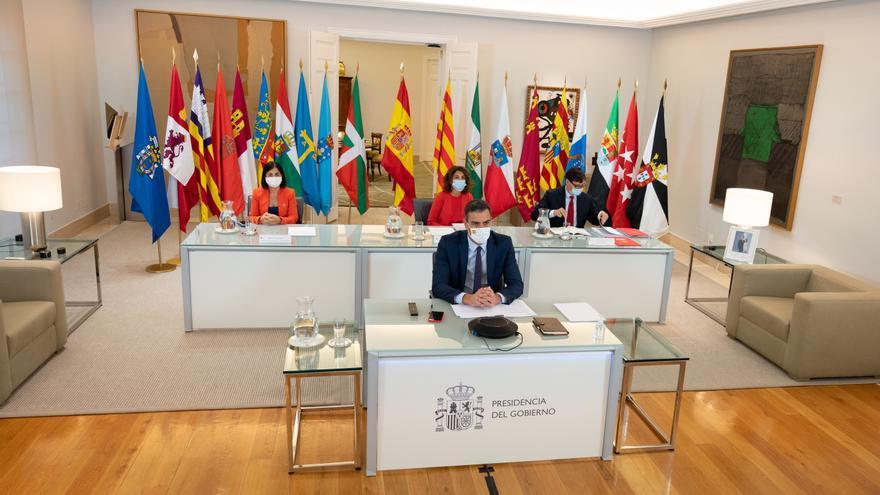 Sánchez pide a los presidentes autonómicos que los cierres de colegios se consensúen con Sanidad y las comunidades limítrofes