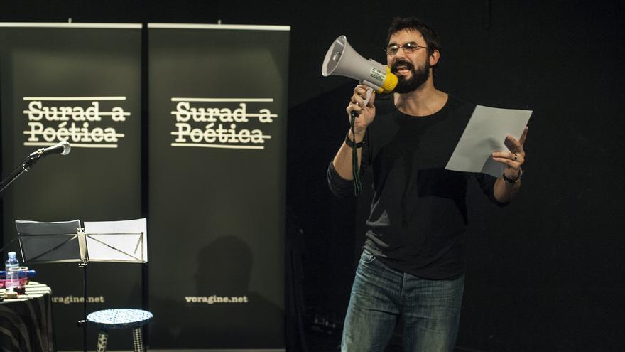La Surada es un ciclo de poesía de la conciencia crítica organizado por La Vorágine.