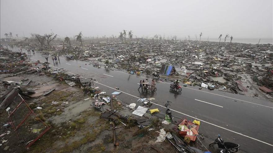 Los muertos por el tifón Haiyan podrían superar los 10.000 según funcionarios filipinos