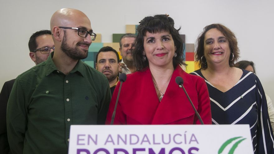 Teresa Rodríguez junto a Pablo Pérez Ganfornina, ex número 2 de Podemos Andalucía, y Ángela Aguilera, co portavoz de Adelante.