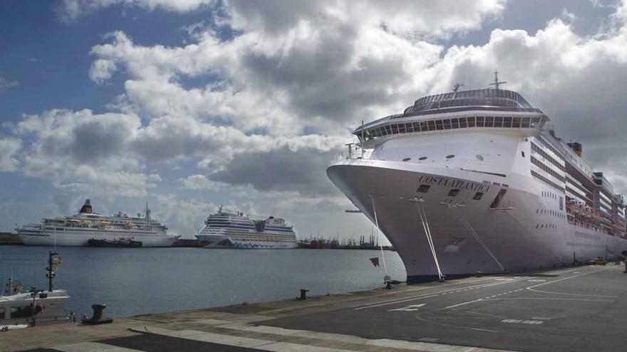 Crucero atracado en la capital tinerfeña